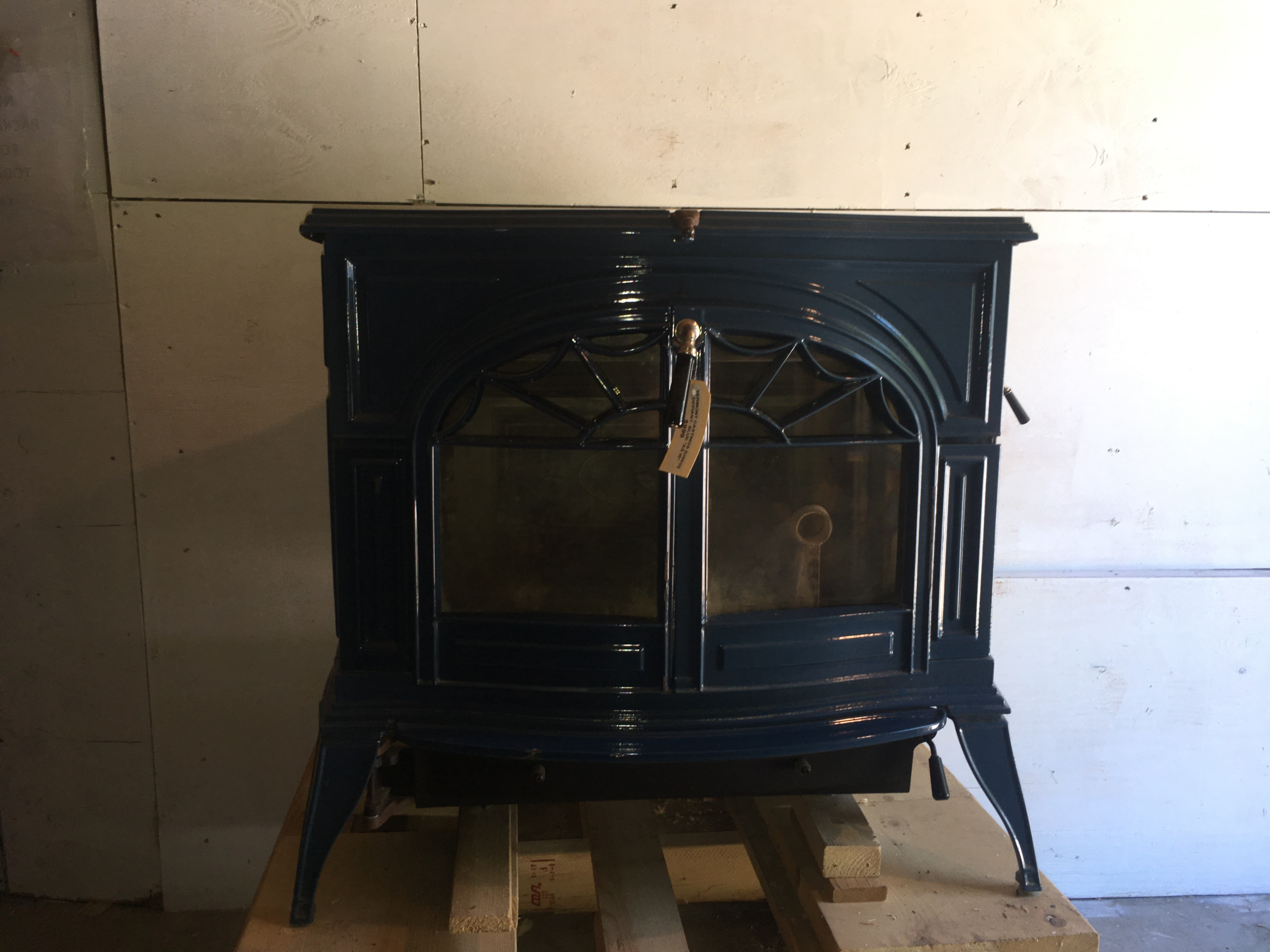 Vermont Castings Defiant 1610 Wood Stove - USED